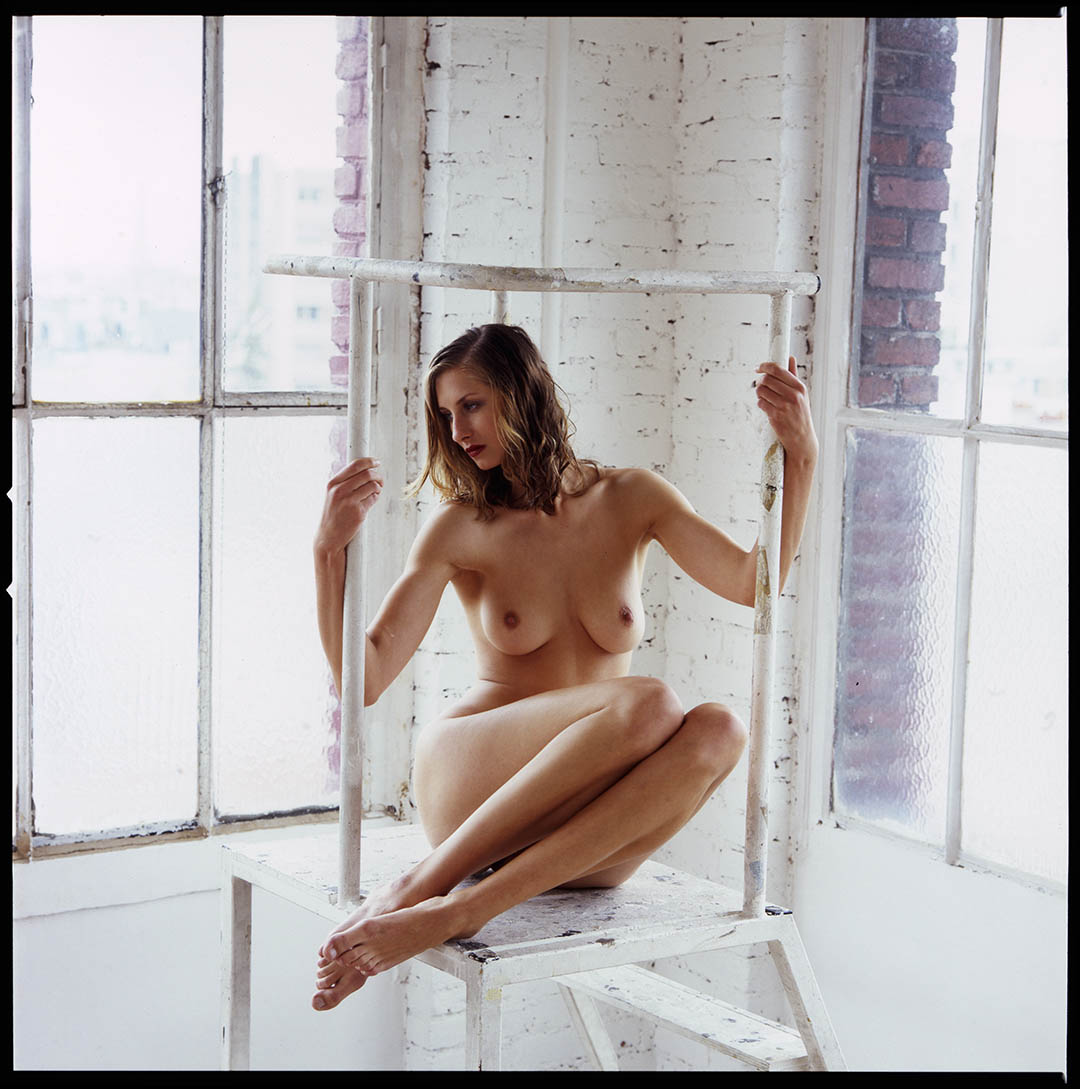 Nude art shooting with playmate Stana K in daylight parisian studio, © Loïc Dorez.