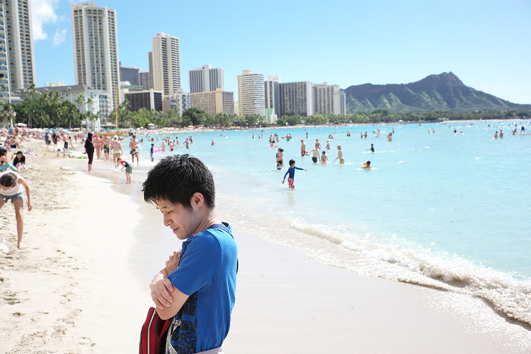 """Honolulu beach"", street photography on the beach, © Loïc Dorez."