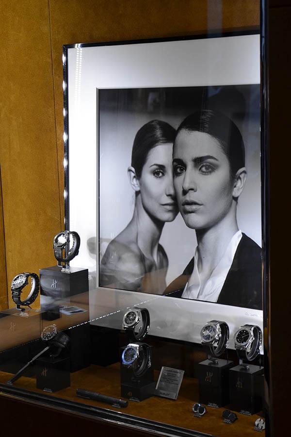 "Hublot love art, ""The Siamese Sisters"""