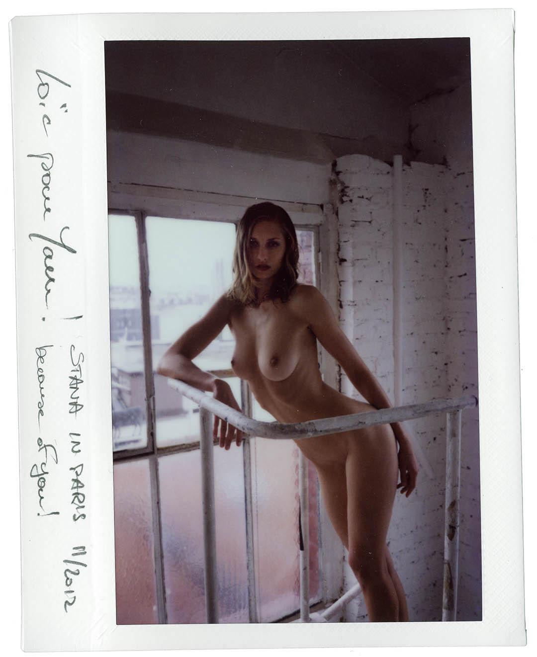Nude art shooting with playmate Stana K in daylight parisian studio, © Loïc Dorez.