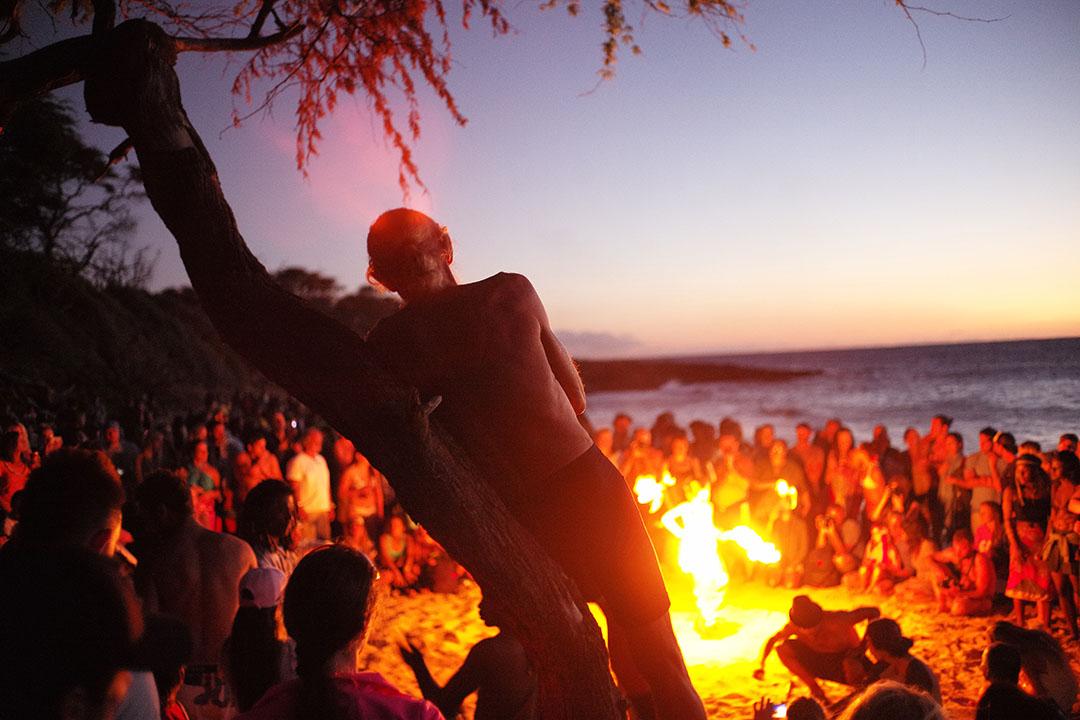 """Hippy party"", street photography on the beach, © Loïc Dorez."
