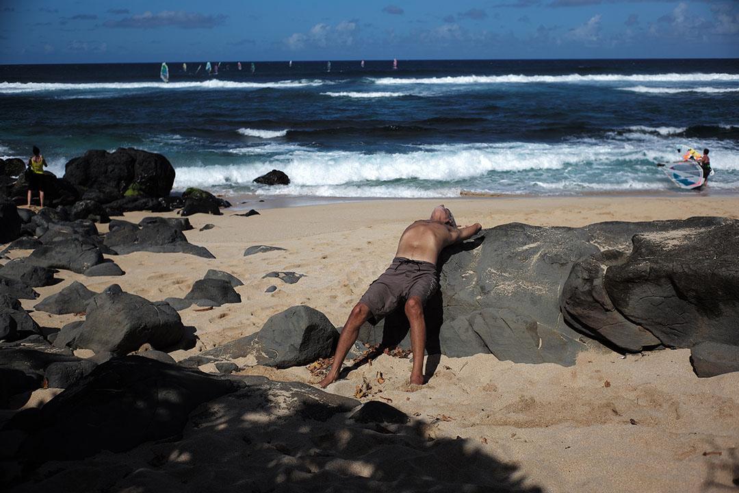 """Yogi"", street photography on the beach, © Loïc Dorez."